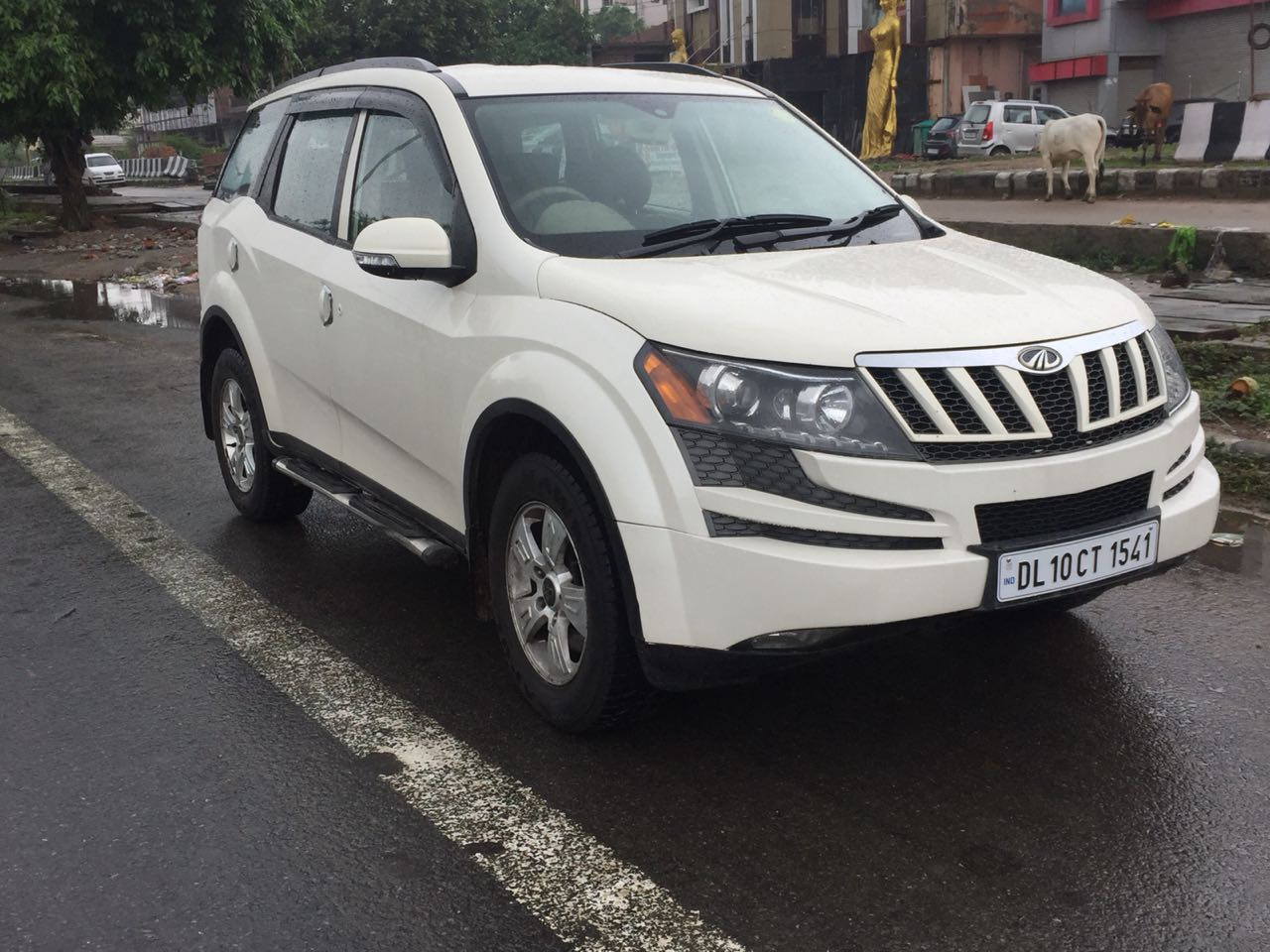 Secondhand XUV-500 W-8 car in Dwarka and Uttam Nagar