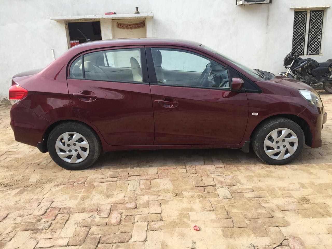 Secondhand Honda Amaze-SMT car in Dwarka and Uttam Nagar