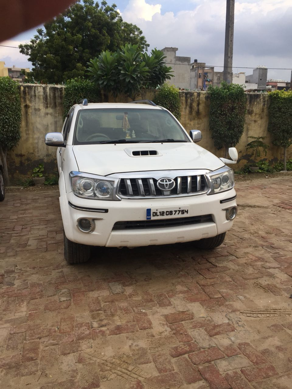 Secondhand Fortuner 4x4 car in Dwarka and Uttam Nagar