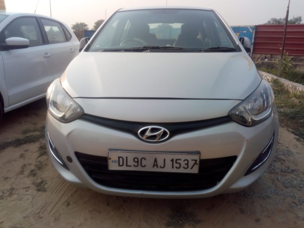 Secondhand I-20 Era car in Dwarka and Uttam Nagar
