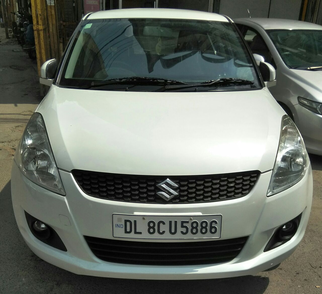 Secondhand Swift-Zxi car in Dwarka and Uttam Nagar