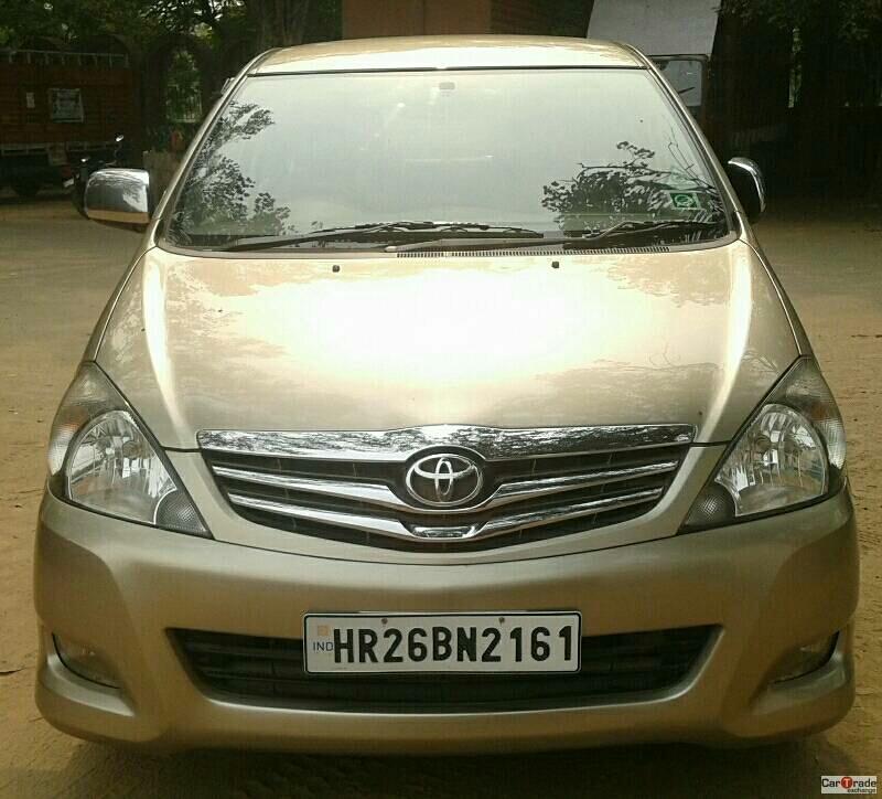 Used Innova-V Toyota in Delhi