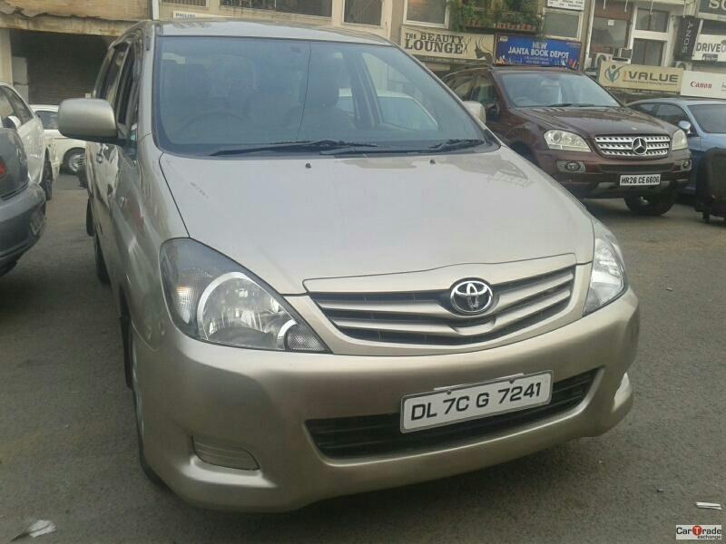 Secondhand Innova-G4 car in Dwarka and Uttam Nagar